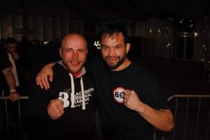 Edvin Eldholm (t.h) sammen med motstander Paul Gregson (hentet fra Eldholms fan-side på facebbook).